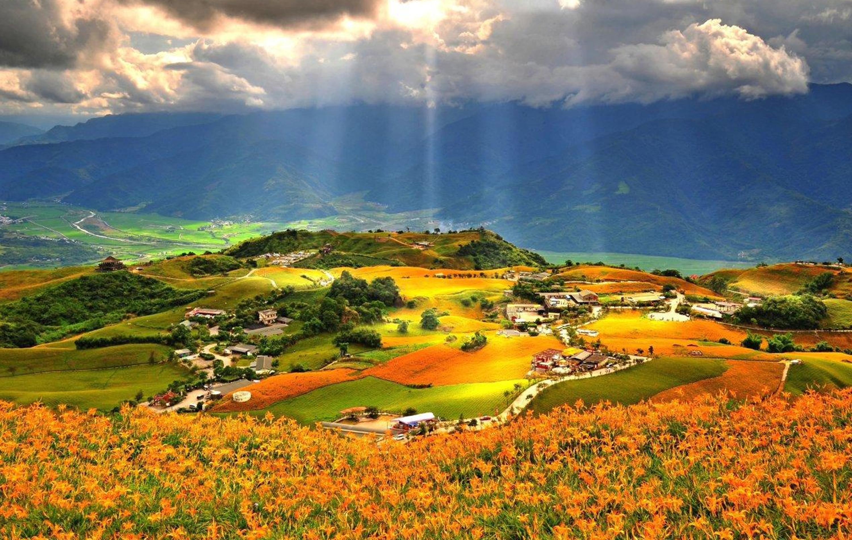 太鲁阁举世闻名 , 长春祠 风景区 ,清新的泉水自山壁涌出 , 形成一道
